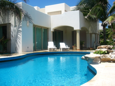 Your comfort homeaway casa jalach naj playacar phase i for Colores de casas modernas por fuera
